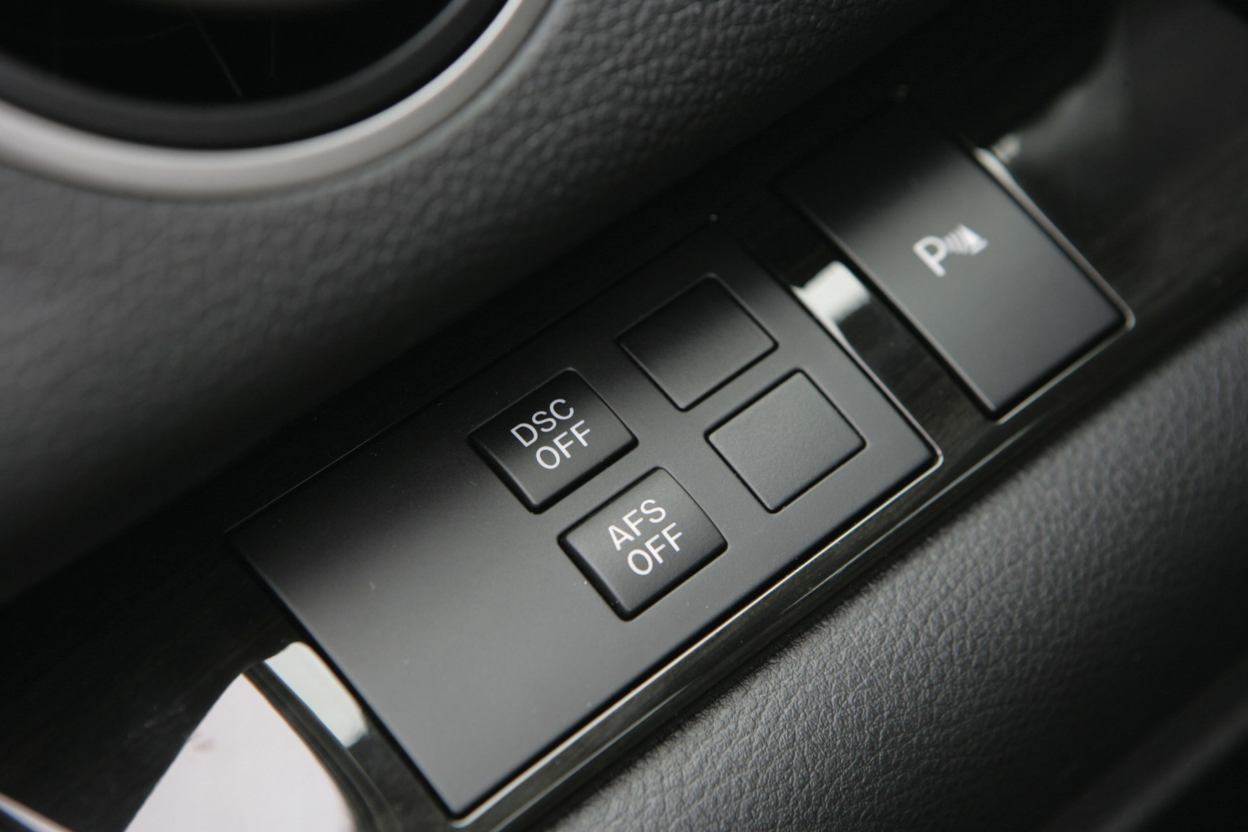 https://parkers-images.bauersecure.com/pagefiles/202853/interior-detail/mazda6_dsc.jpg