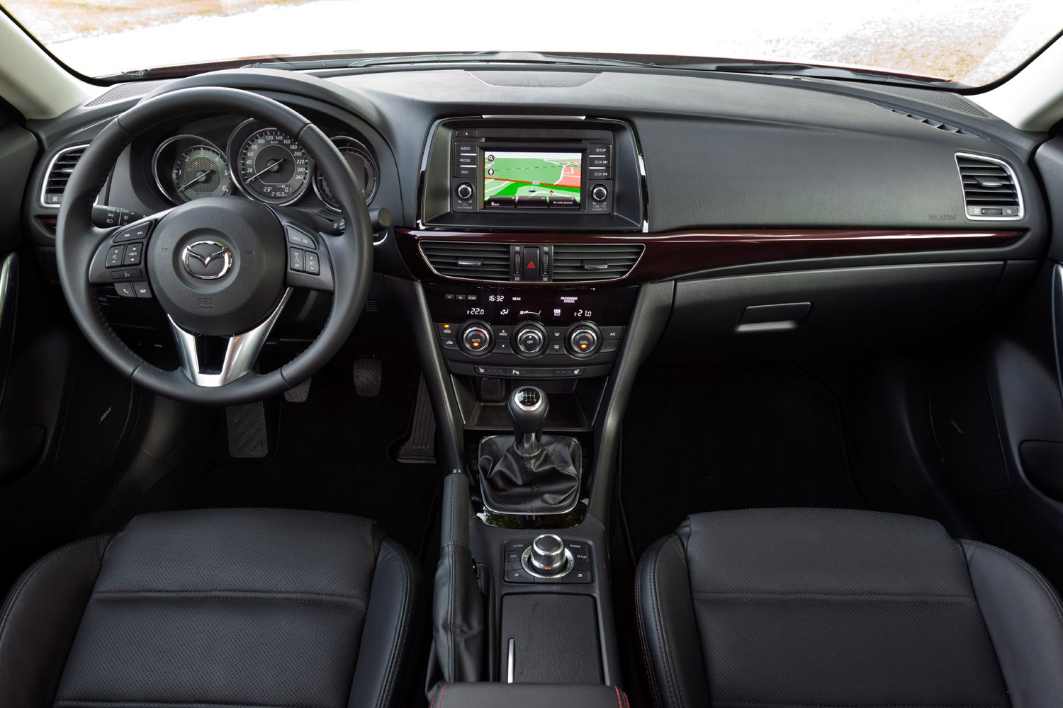 https://parkers-images.bauersecure.com/pagefiles/202906/main-interior/mazda6_wagon_paris(37).jpg
