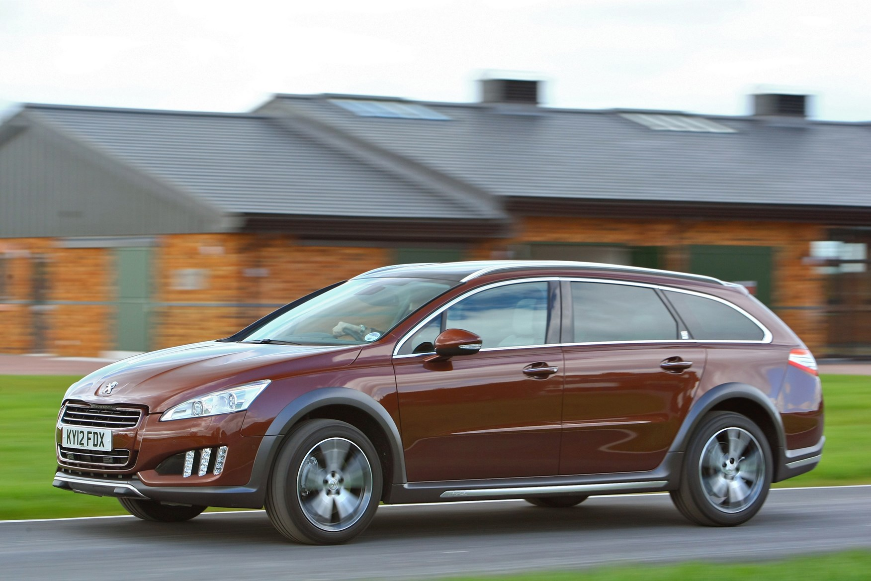 peugeot 508 rxh 2012 driving performance parkers. Black Bedroom Furniture Sets. Home Design Ideas
