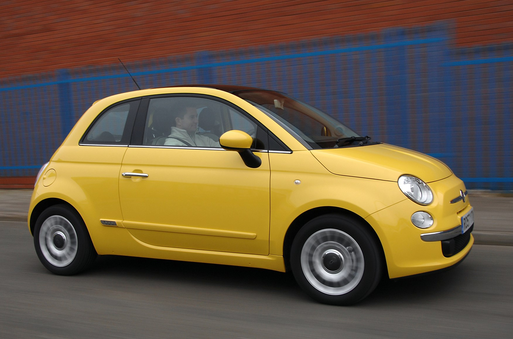 fiat 500 hatchback 2008 driving performance parkers. Black Bedroom Furniture Sets. Home Design Ideas