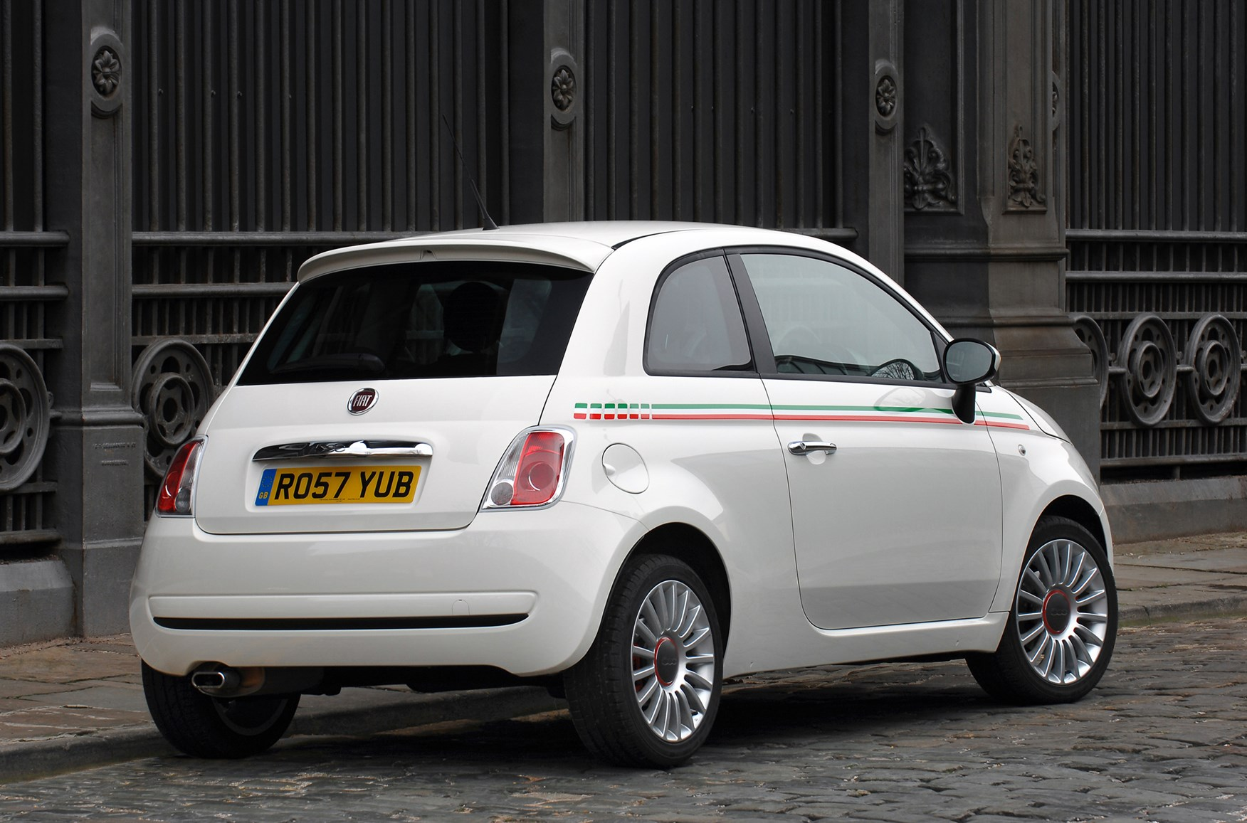 fiat 500 hatchback 2008 photos parkers. Black Bedroom Furniture Sets. Home Design Ideas