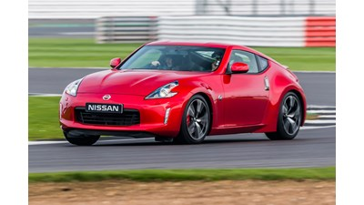 Nissan 370Z Coupe 3.7 V6 (328bhp) GT 3d