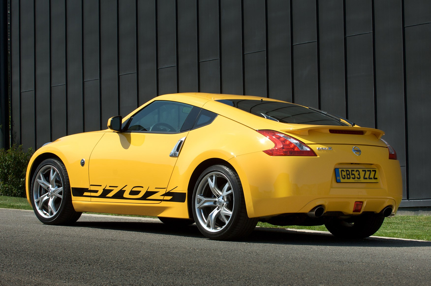 nissan 370z coupe 2009 photos parkers. Black Bedroom Furniture Sets. Home Design Ideas