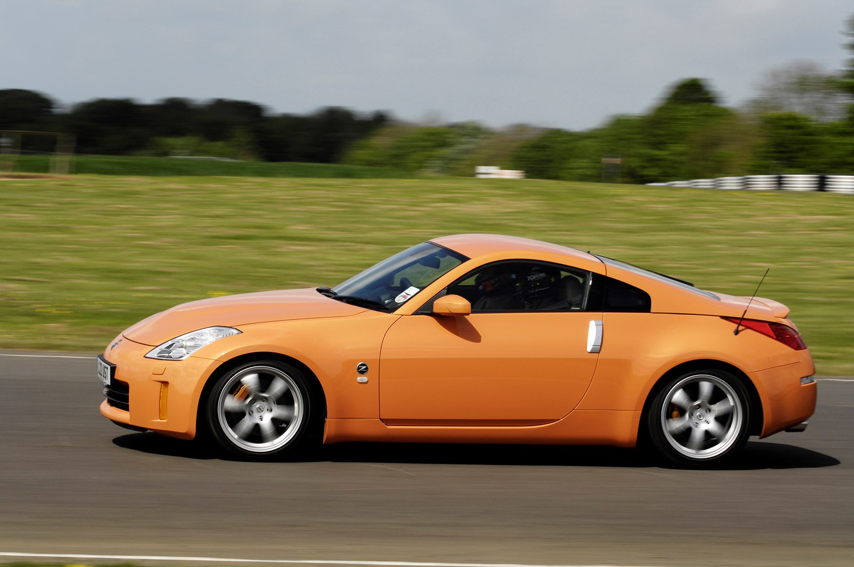 nissan 350z coup 2003 2010 photos parkers. Black Bedroom Furniture Sets. Home Design Ideas