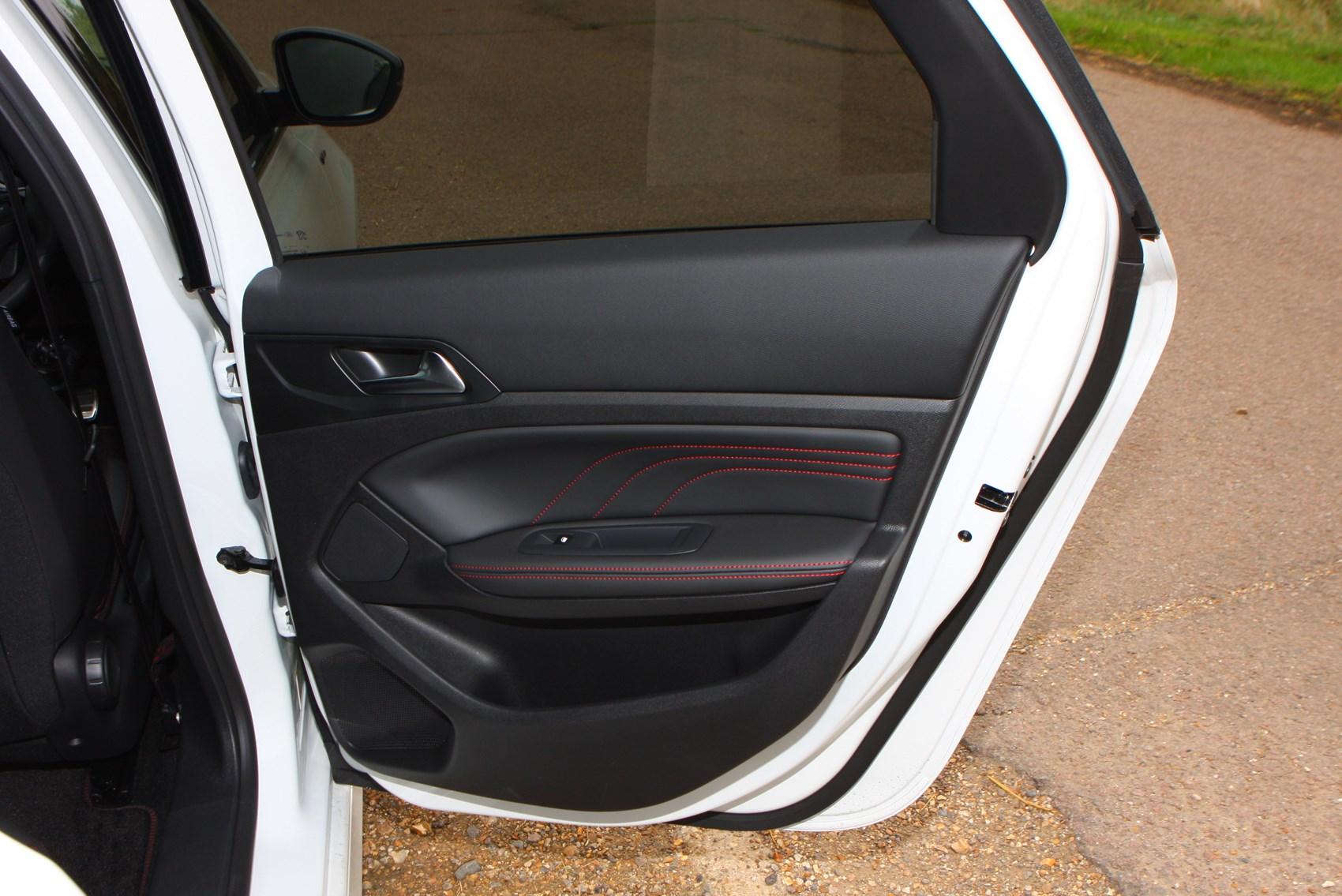 Peugeot 308 SW (2014 - ) Photos | Parkers