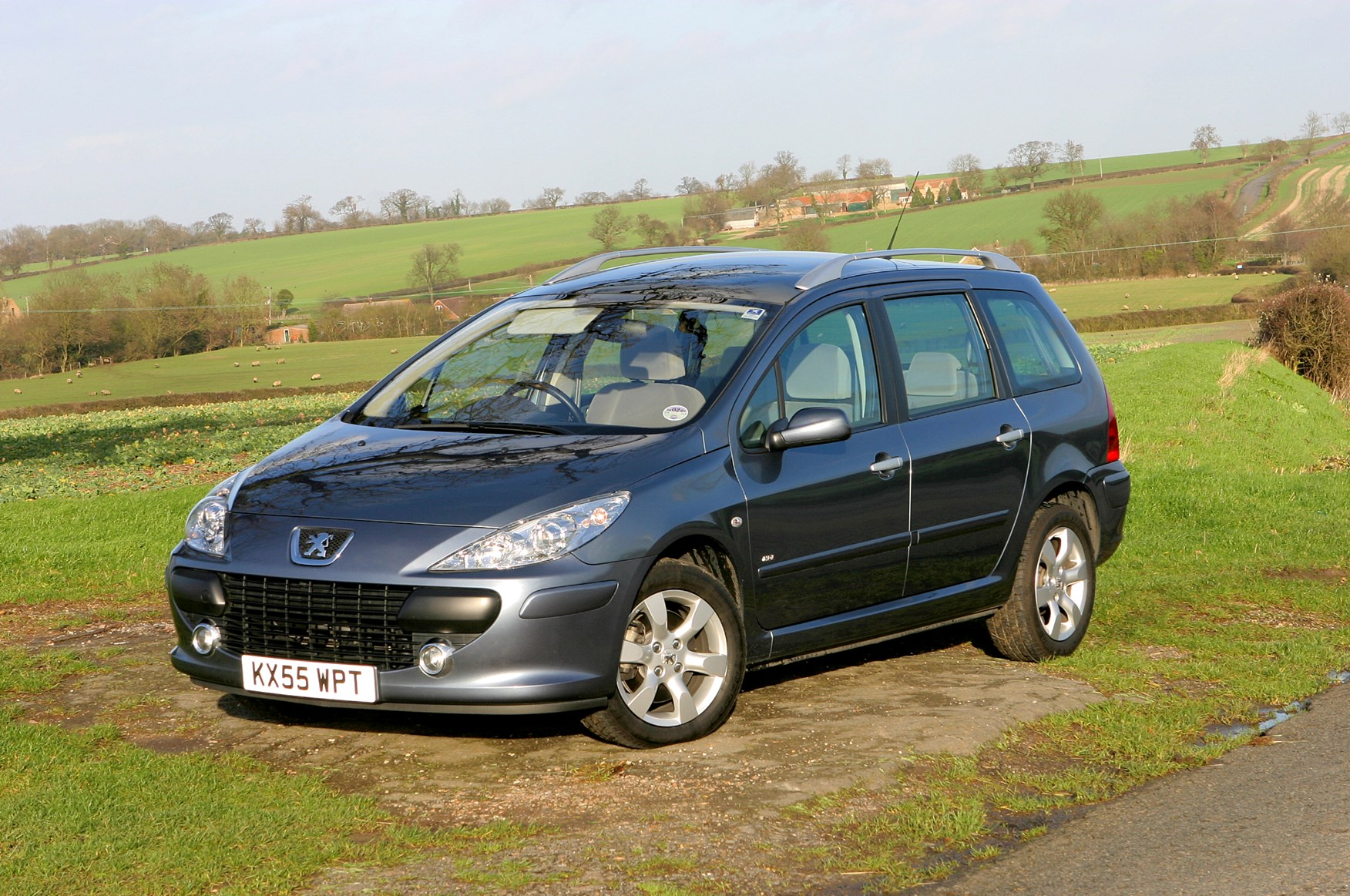 peugeot 307 sw 2002 2007 features equipment and accessories parkers