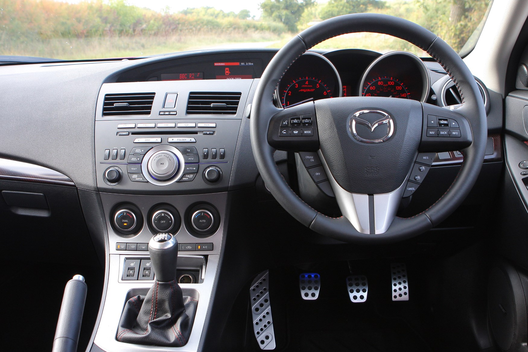 https://parkers-images.bauersecure.com/pagefiles/204162/main-interior/mazda3-mps-280909-(34).jpg
