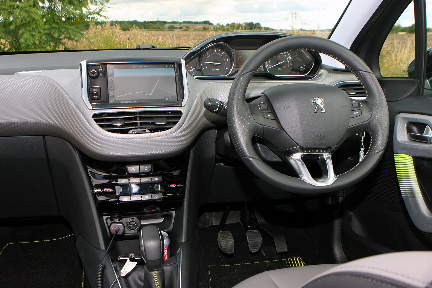 peugeot 208 hatchback 2012 driving performance parkers. Black Bedroom Furniture Sets. Home Design Ideas