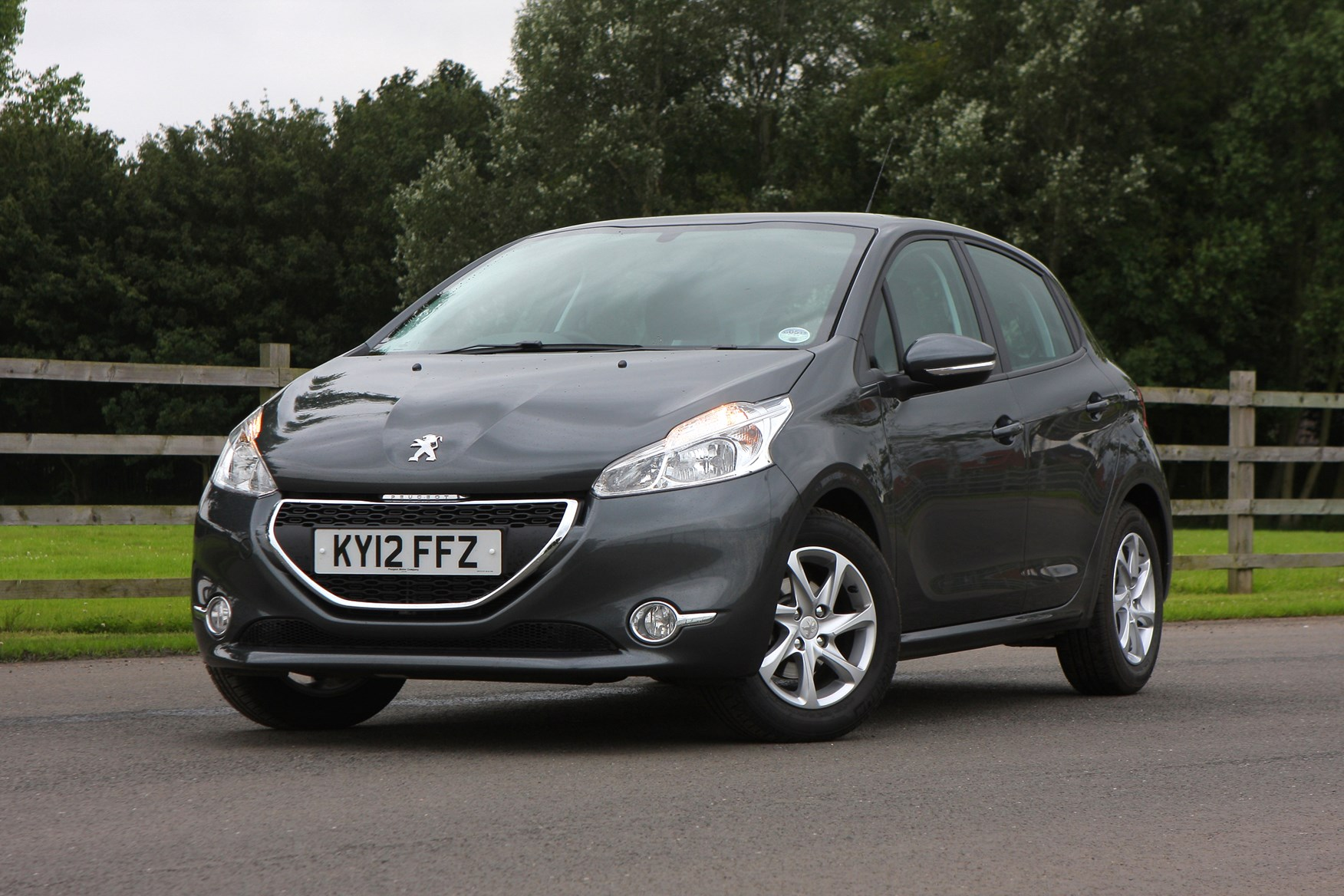 peugeot 208 hatchback 2012 photos parkers. Black Bedroom Furniture Sets. Home Design Ideas