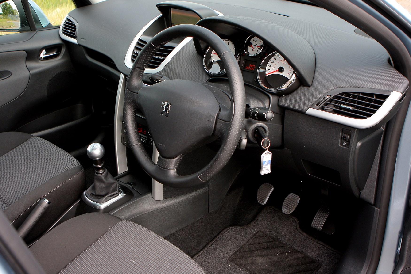 Peugeot 207 hatchback 2006 2012 photos parkers for Peugeot 207 interior