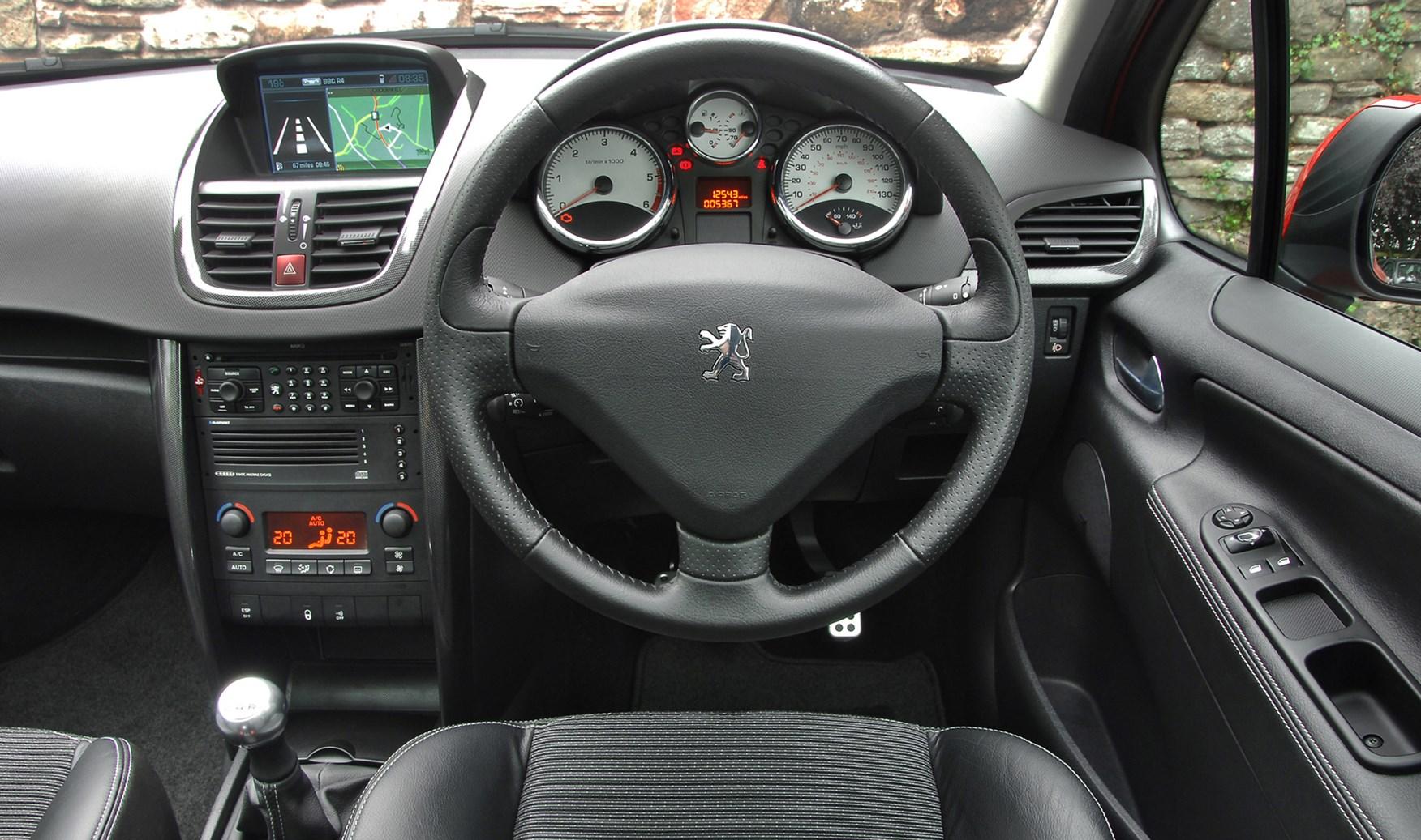 Peugeot 207 hatchback review 2006 2012 parkers for Peugeot 207 interior