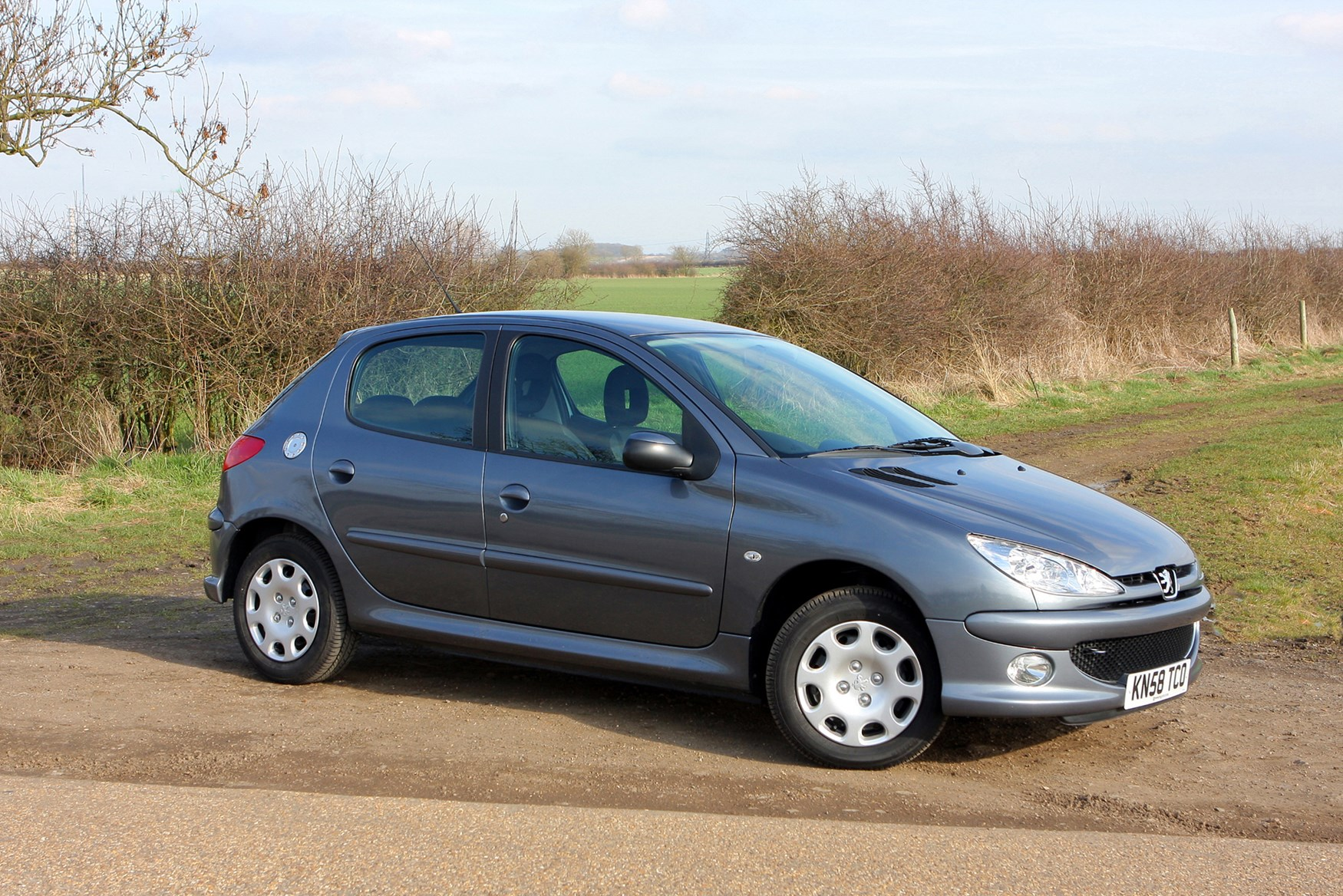 peugeot 206 hatchback 1998 2009 features equipment and accessories parkers. Black Bedroom Furniture Sets. Home Design Ideas