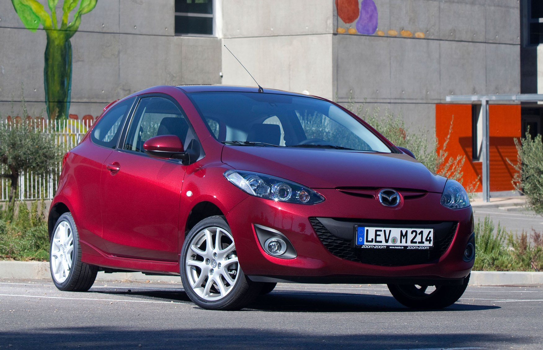 mazda 2 hatchback 2007 2015 photos parkers. Black Bedroom Furniture Sets. Home Design Ideas