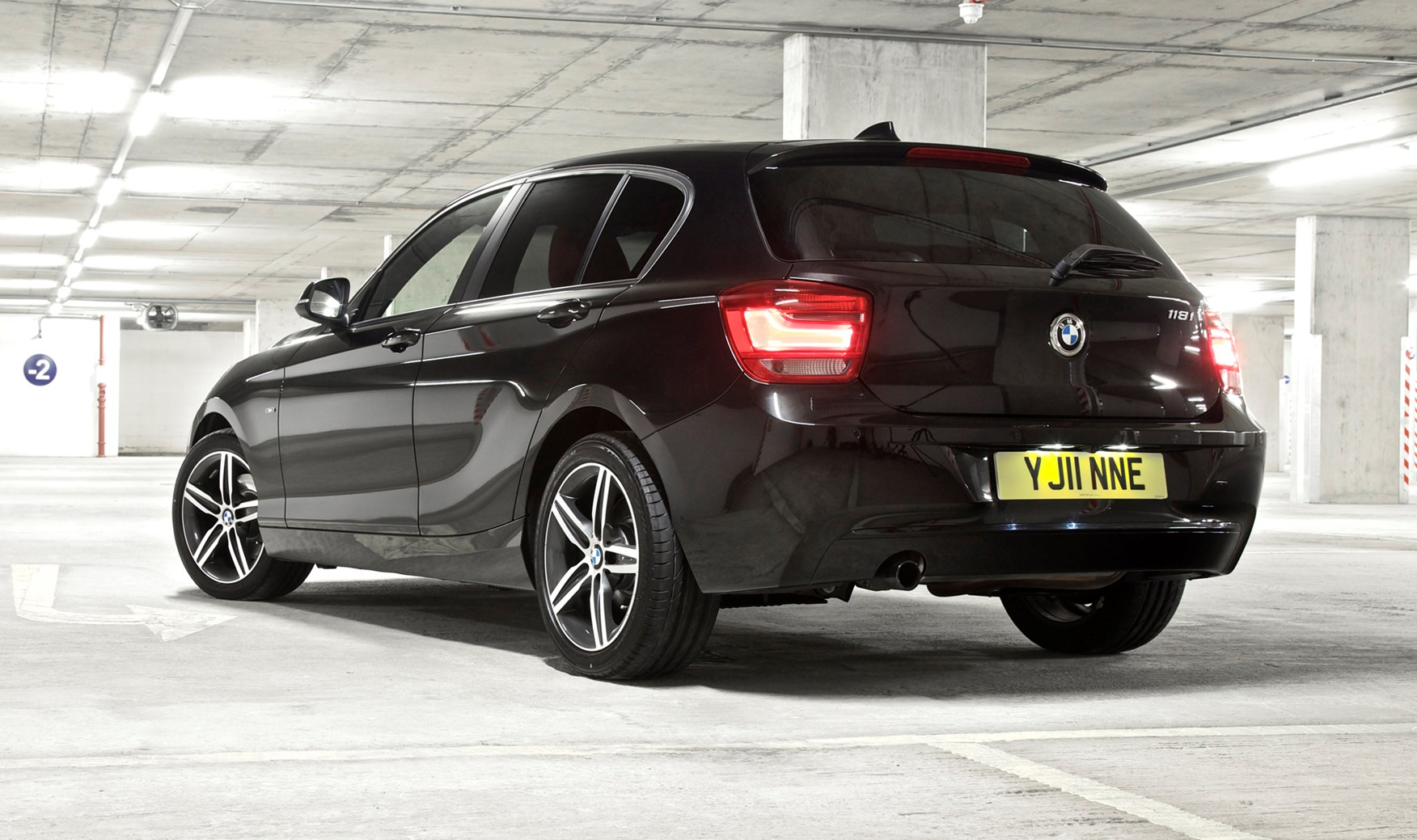 bmw 1 series hatchback 2011 photos parkers. Black Bedroom Furniture Sets. Home Design Ideas
