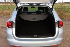Vauxhall Astra Sports Tourer 2016   Features Equipment and