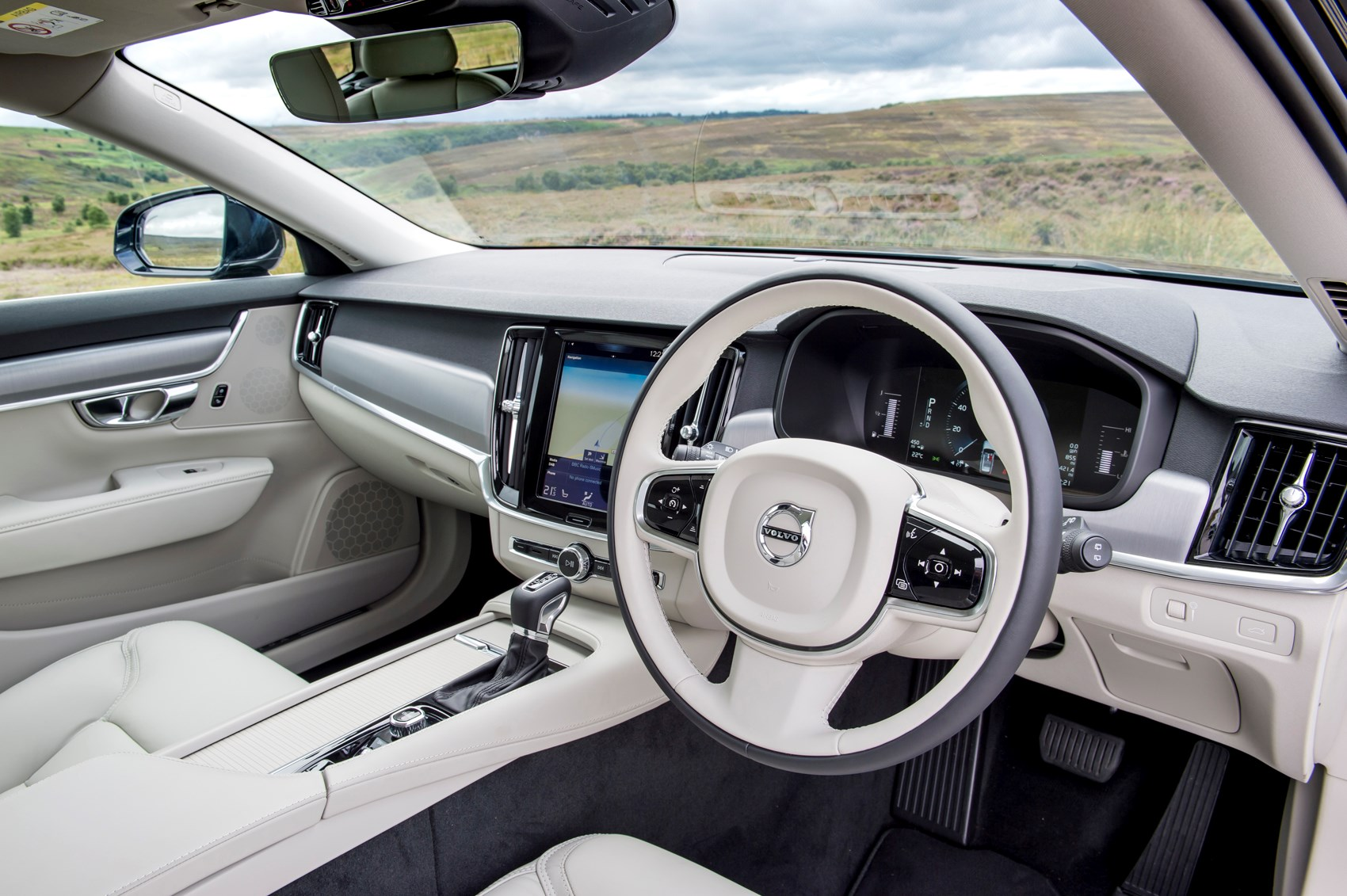 volvo v90 estate 2016 photos parkers. Black Bedroom Furniture Sets. Home Design Ideas
