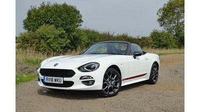 Fiat 124 Spider Convertible S-Design 1.4 MultiAir Turbo 140hp 2d