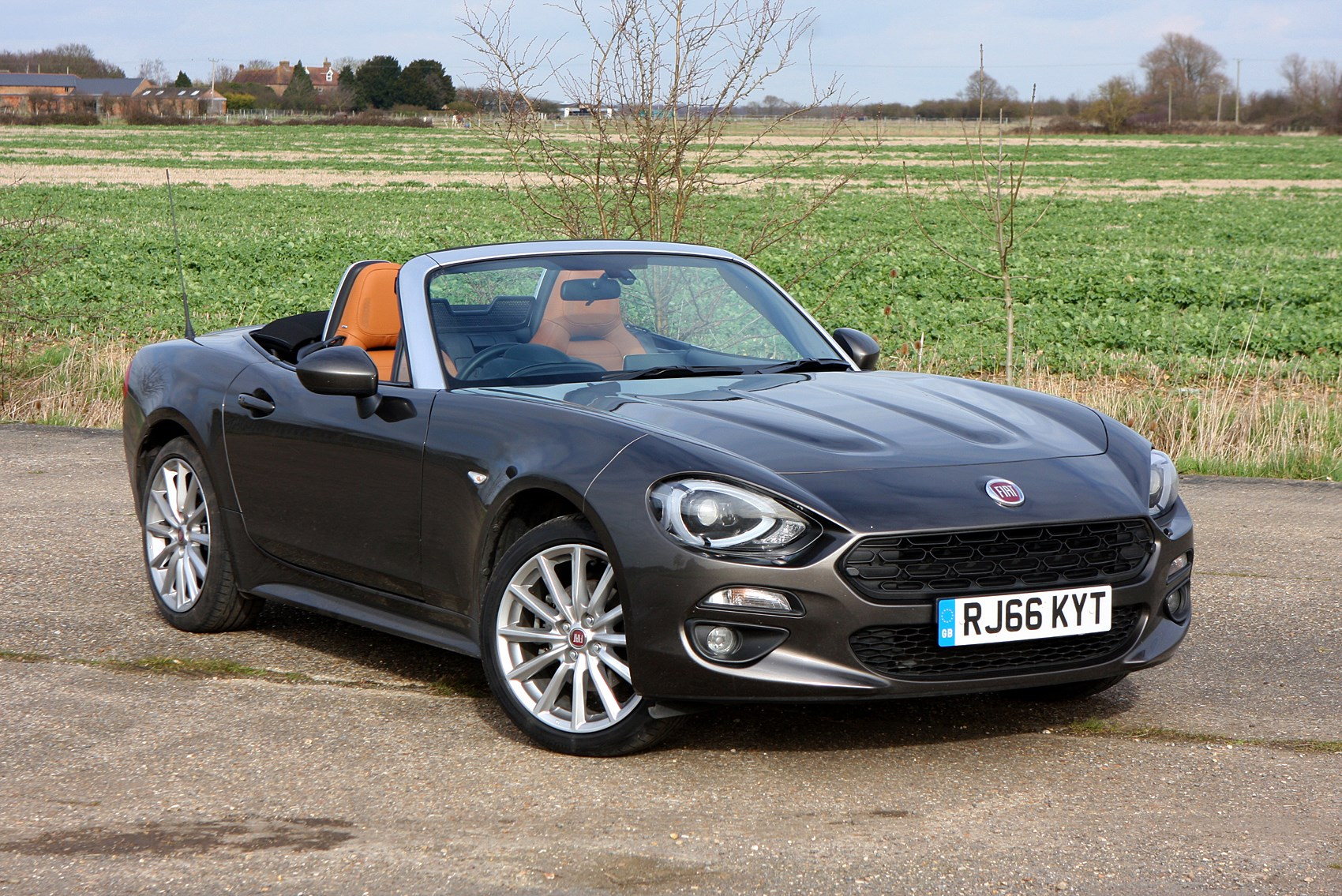 fiat 124 spider convertible 2016 photos parkers. Black Bedroom Furniture Sets. Home Design Ideas