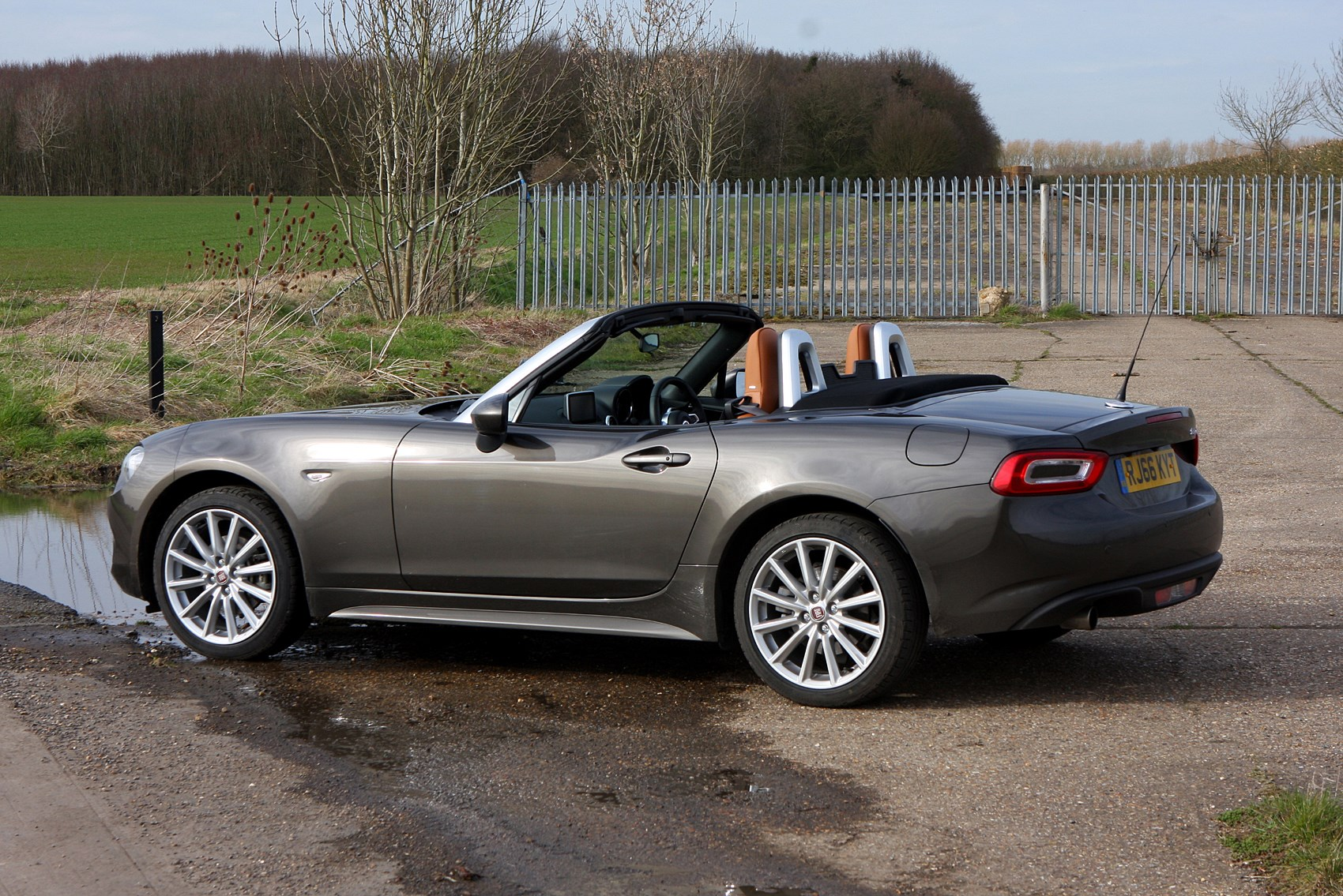 2017 fiat 124 spider convertible prices reviews. Black Bedroom Furniture Sets. Home Design Ideas