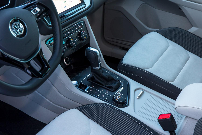 Volkswagen tiguan estate review 2016 parkers - Volkswagen tiguan interior ...