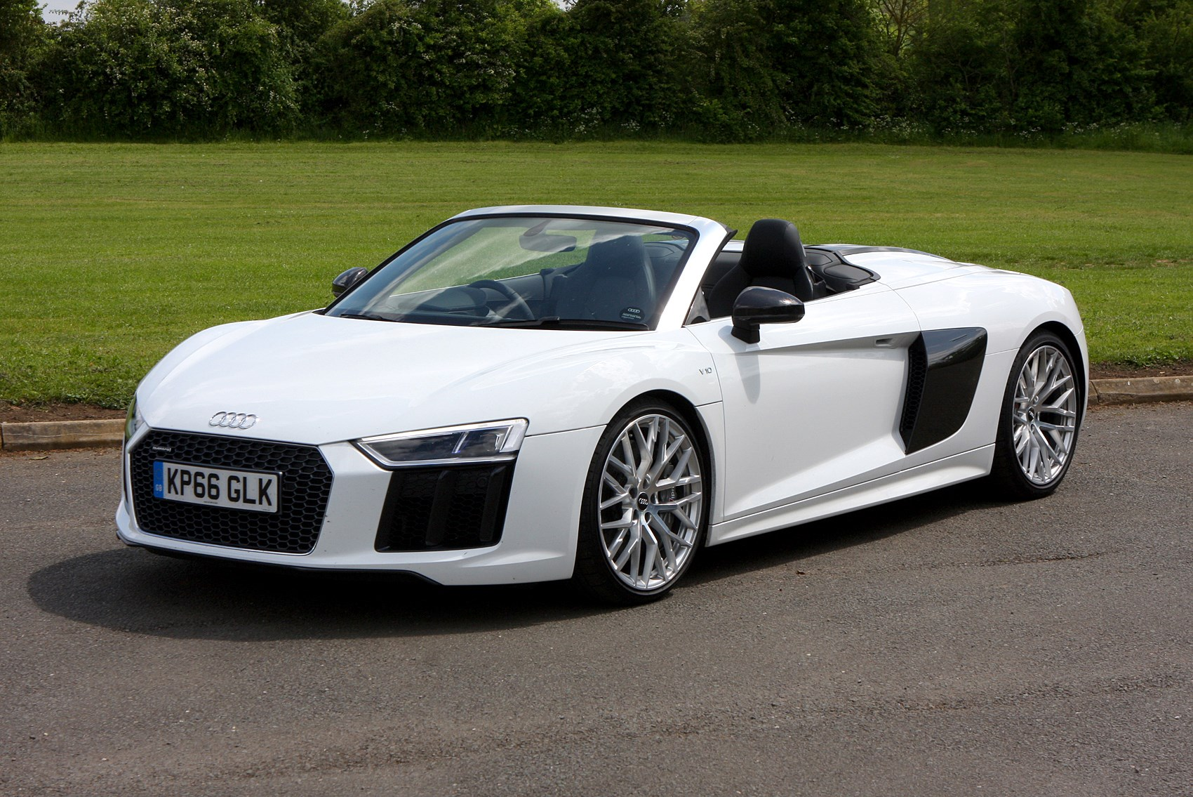 audi r8 spyder 52 rtronic occasion benzin 37 340 km. Black Bedroom Furniture Sets. Home Design Ideas