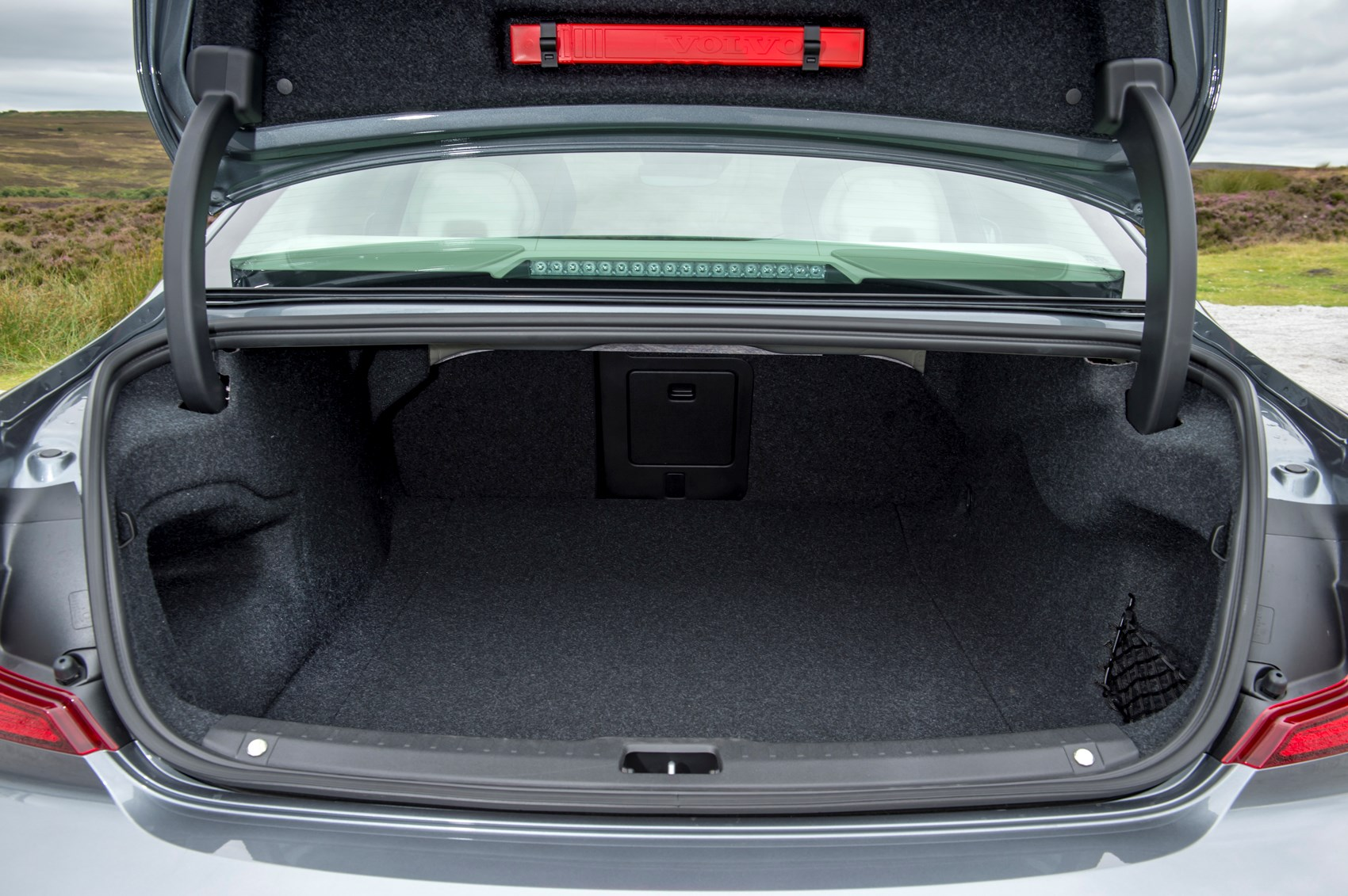 Volvo V40 Boot Space Volvo To Offer Breakthrough Storage