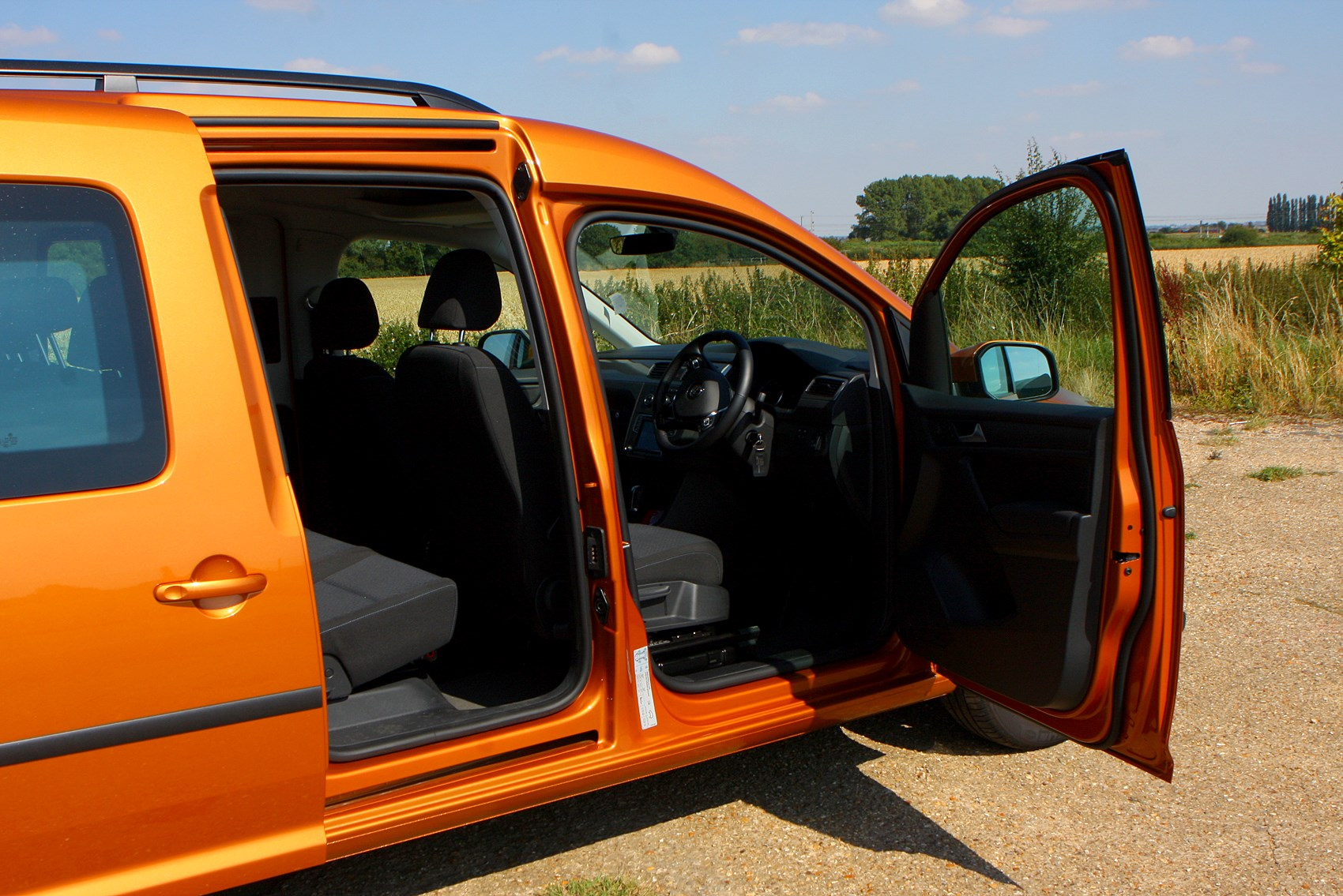 volkswagen caddy maxi life estate 2015 driving. Black Bedroom Furniture Sets. Home Design Ideas