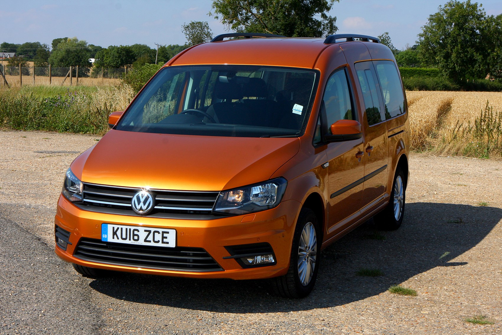 volkswagen caddy maxi life estate 2015 photos parkers. Black Bedroom Furniture Sets. Home Design Ideas