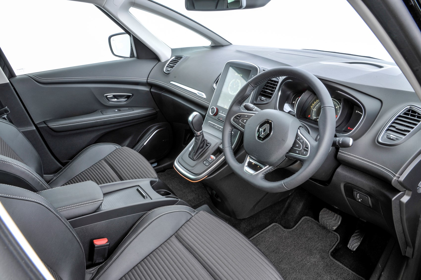 Renault grand scenic estate 2016 photos parkers for Interior renault scenic