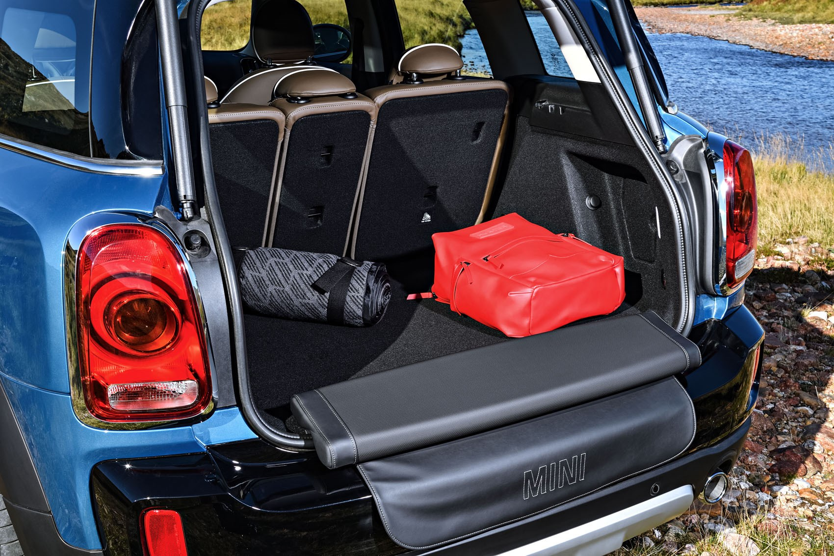 mini countryman review features safety and practicality parkers. Black Bedroom Furniture Sets. Home Design Ideas