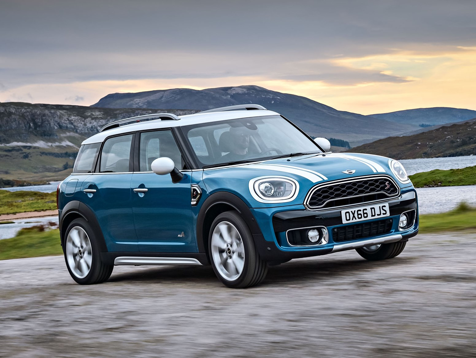 mini countryman suv 2017 features equipment and. Black Bedroom Furniture Sets. Home Design Ideas