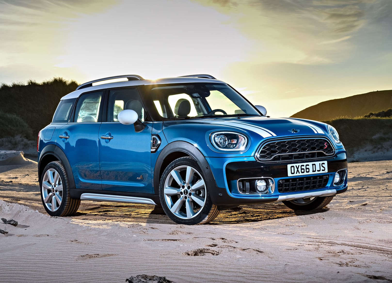mini countryman suv 2017 features equipment and accessories parkers. Black Bedroom Furniture Sets. Home Design Ideas