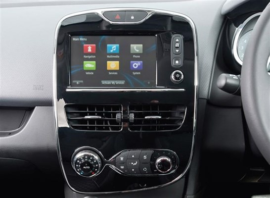 renault clio and captur upgraded with free dab radio parkers. Black Bedroom Furniture Sets. Home Design Ideas