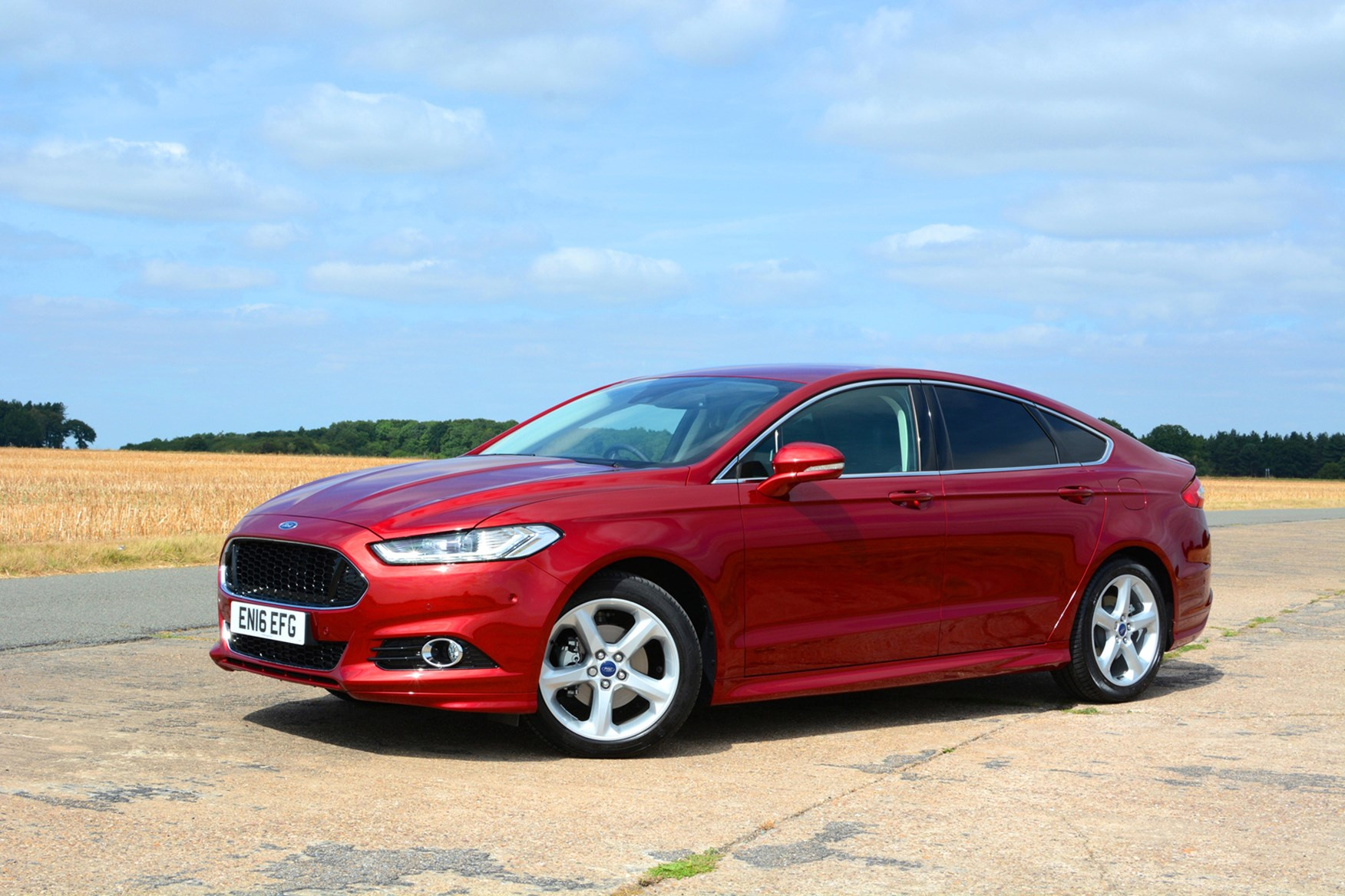 Red 2016 Ford Mondeo Hatchback front three-quarter
