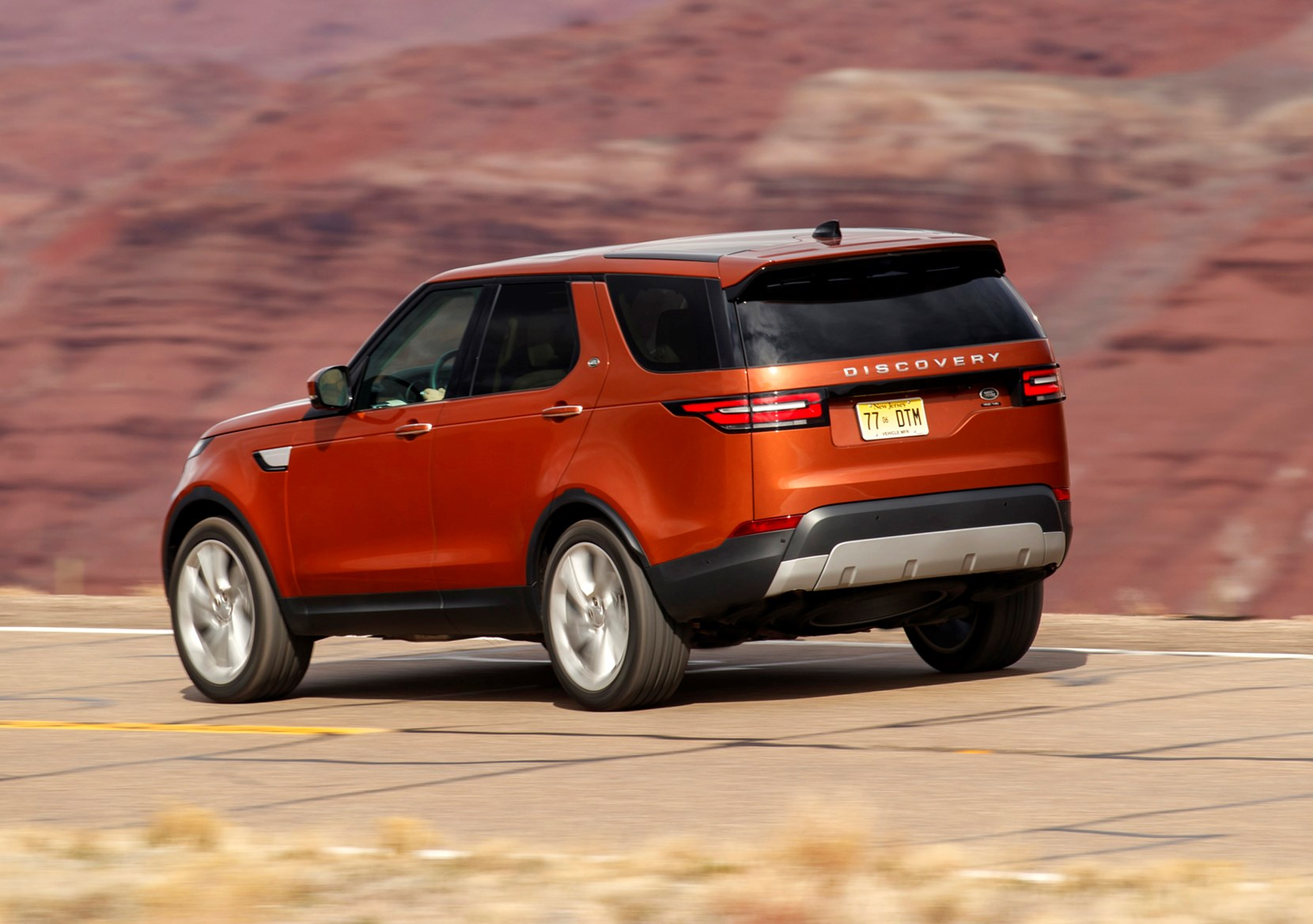 land rover discovery suv 2017 photos parkers. Black Bedroom Furniture Sets. Home Design Ideas