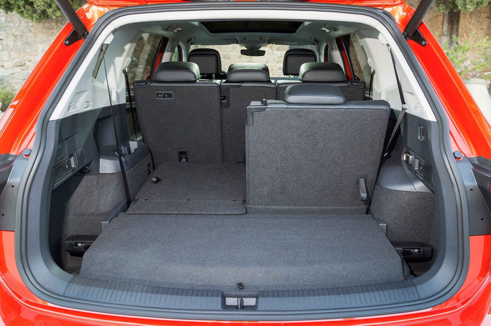 Vw tiguan allspace review buying and selling parkers vw tiguan allspace boot fandeluxe Gallery