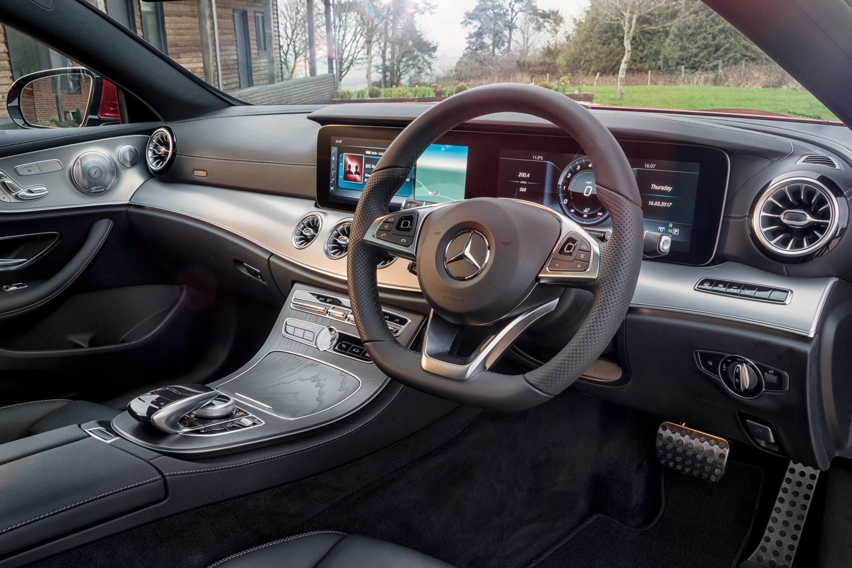 Mercedes-Benz E-Class: Setting a speed