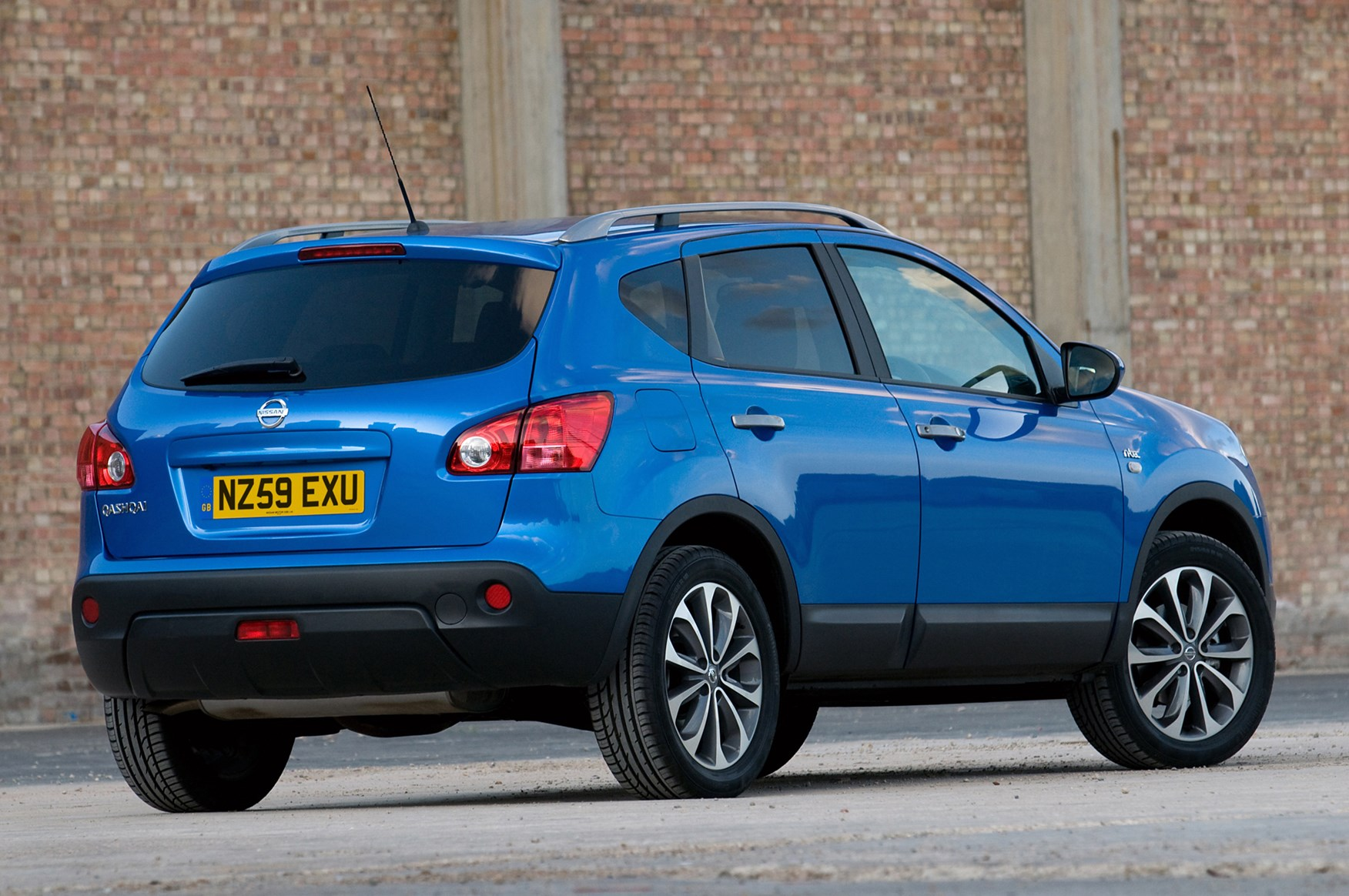 nissan qashqai rise of the crossover parkers. Black Bedroom Furniture Sets. Home Design Ideas