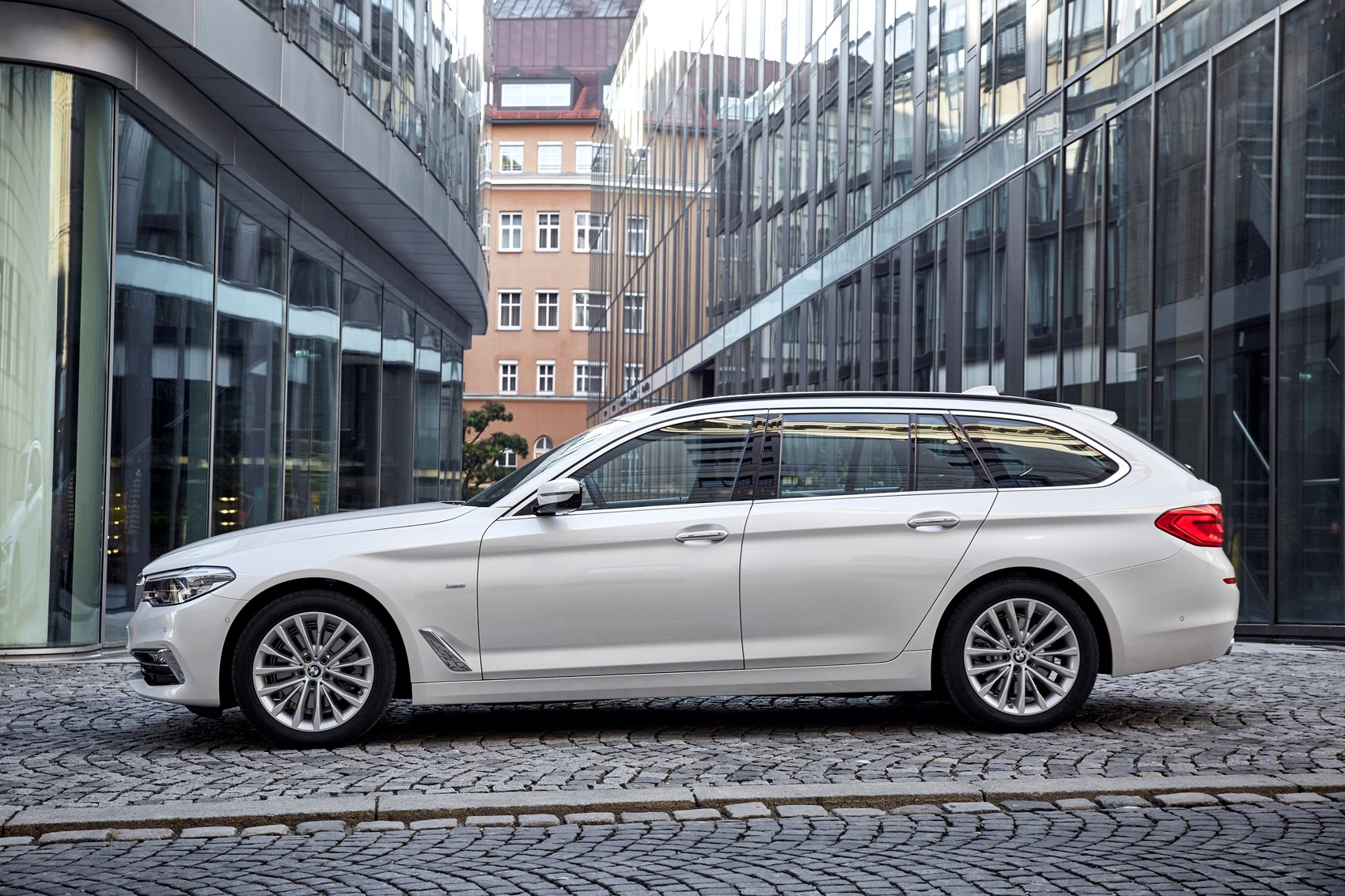 Bmw 5 Series Touring 2017 Photos Parkers