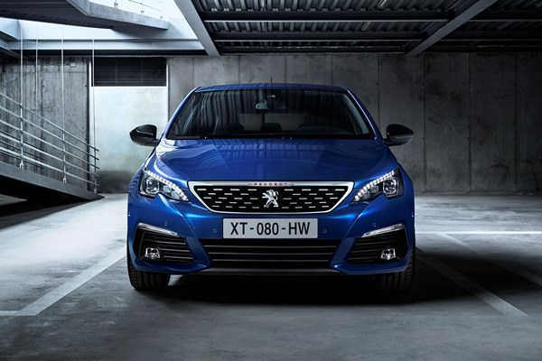 Facelifted Peugeot 308 2017