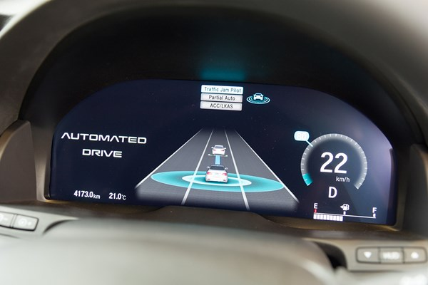 Dashboard display tells you when the car is driving for you