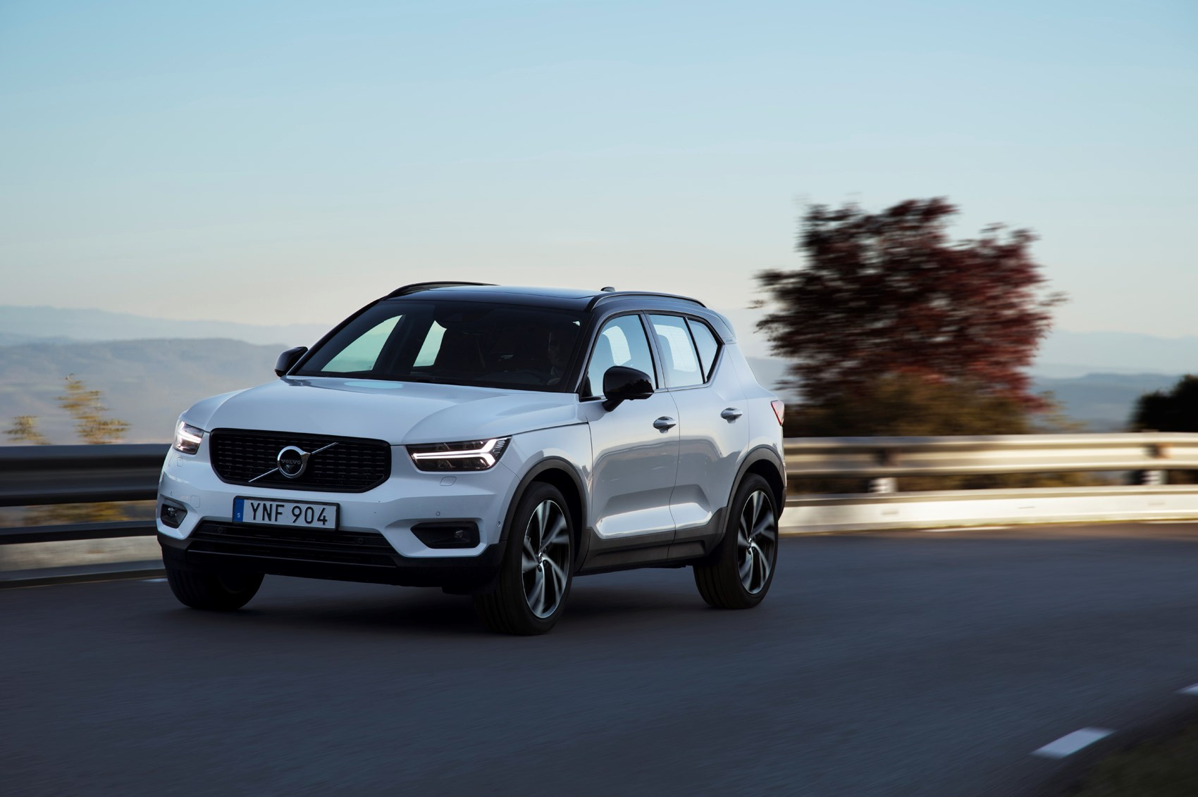 volvo xc40 review driving parkers. Black Bedroom Furniture Sets. Home Design Ideas