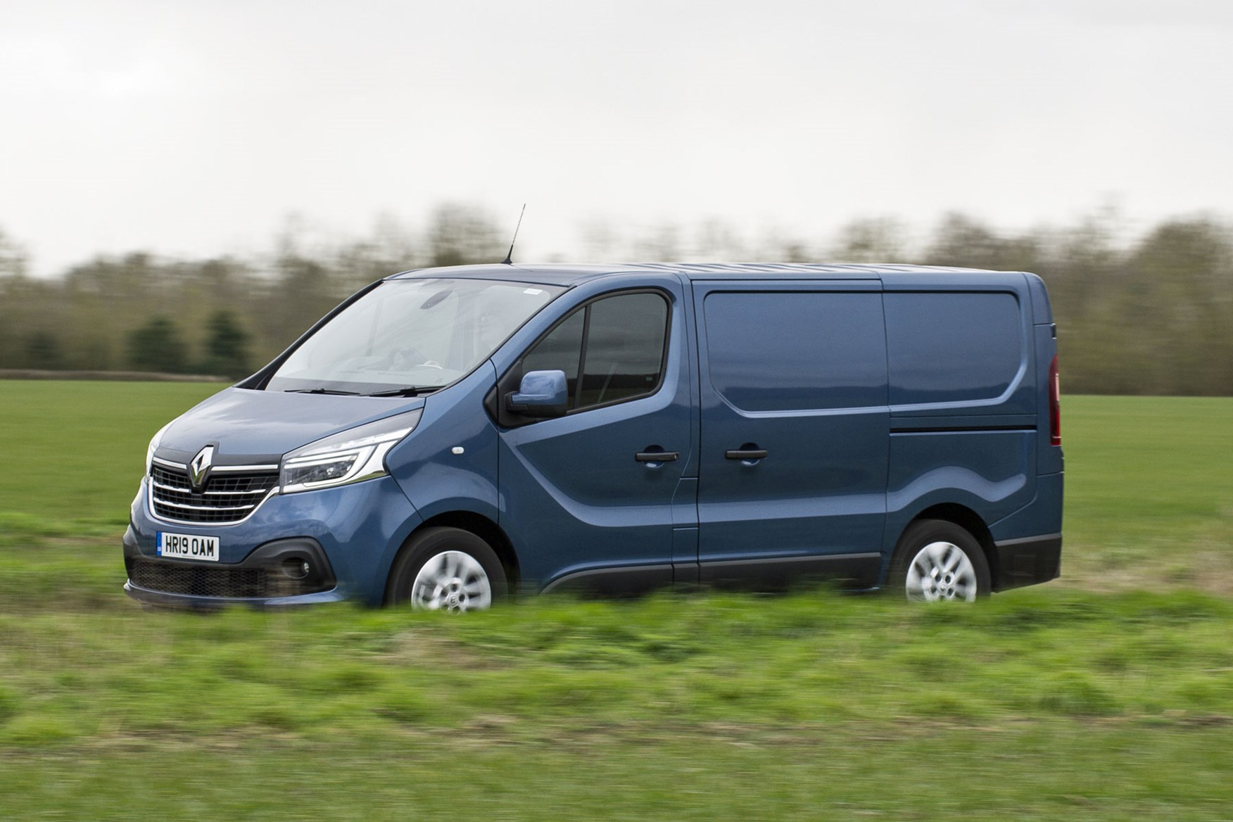 Renault trafic review - facelift, front side view, driving, 2020, blue