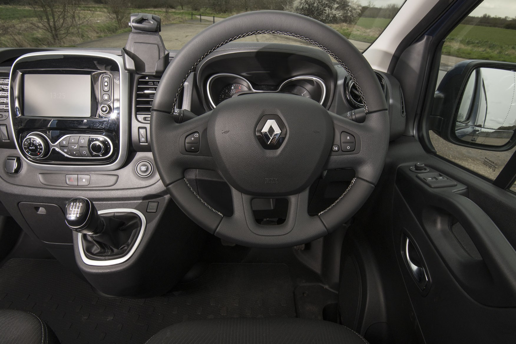 Renault trafic review - facelift, cab interior, steering wheel, dials, infotainment, 2020