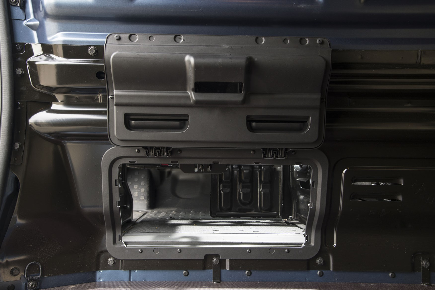 Renault trafic review - facelift, load-through bulkhead, 2020, blue