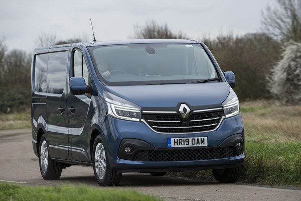 Renault Trafic review (2020) | Parkers