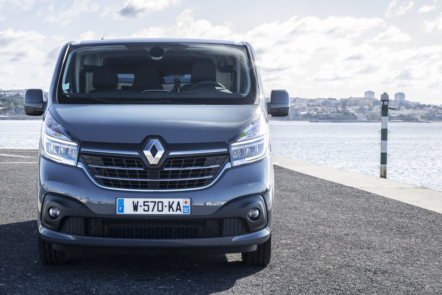Renault Trafic review - 2019 facelift, dead-on front view, grey
