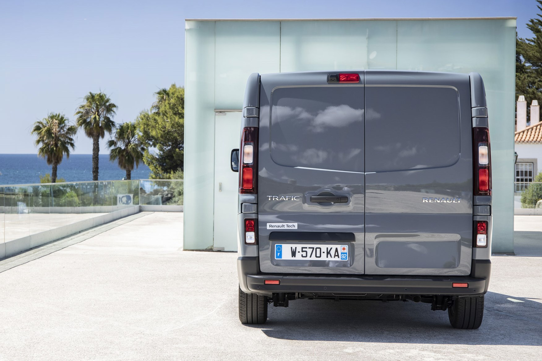 Renault Trafic review - 2019 facelift, dead-on rear view, grey
