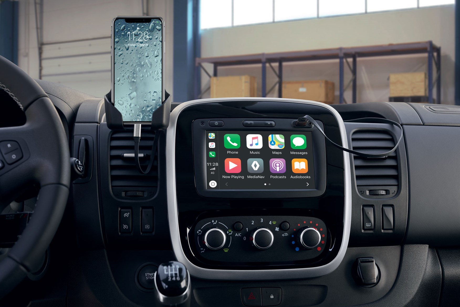 Renault Trafic review - 2019 facelift infotainment systems