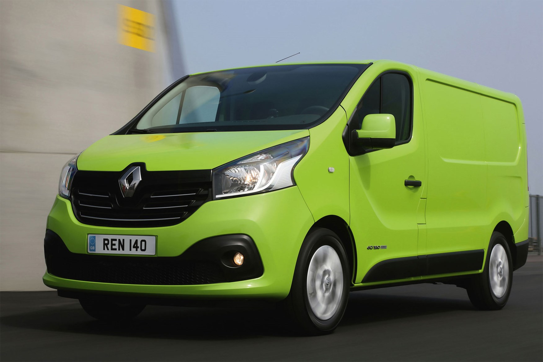 Renault Trafic review - 2014, green, front view, driving